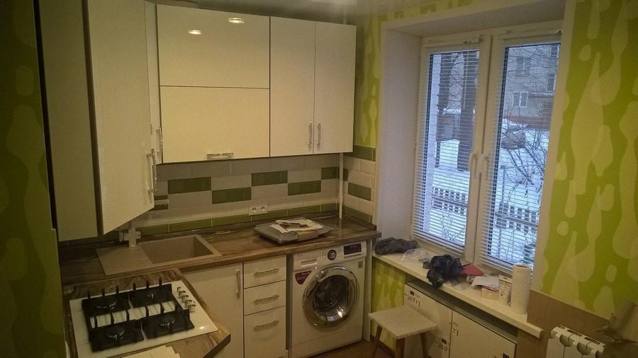 25 фото кухонь в хрущевке с обоями на стенах