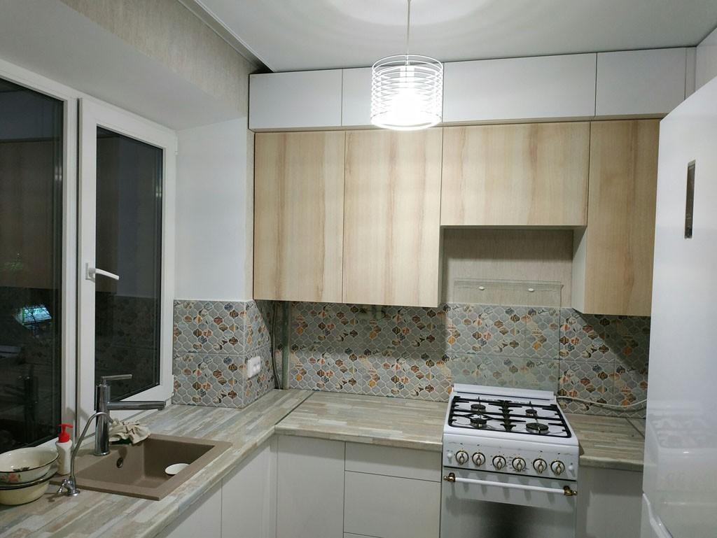Как смотрится белая кухня в хрущевке? Примеры дизайна с фото