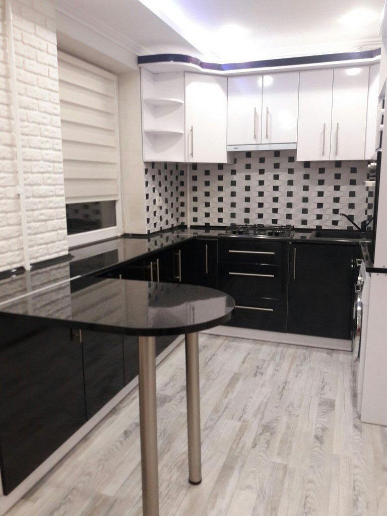 Черно-белая кухня в хрущевке: 17 современных гарнитуров