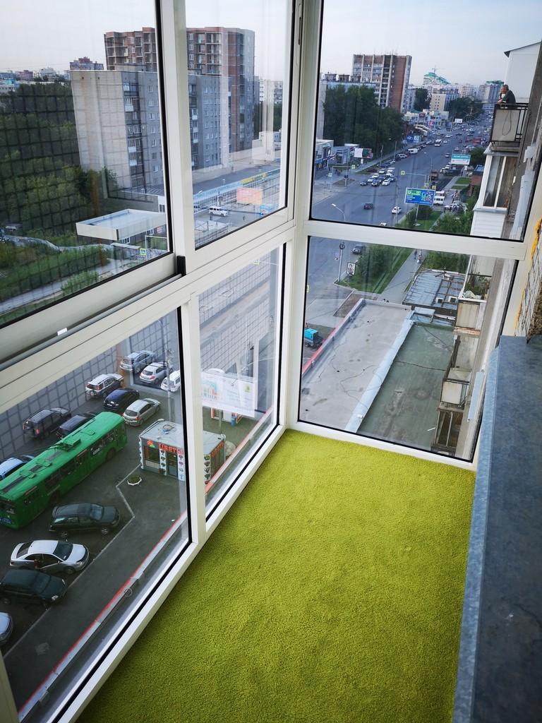 Французский балкон и панорамное остекление в хрущевке — 22 фото