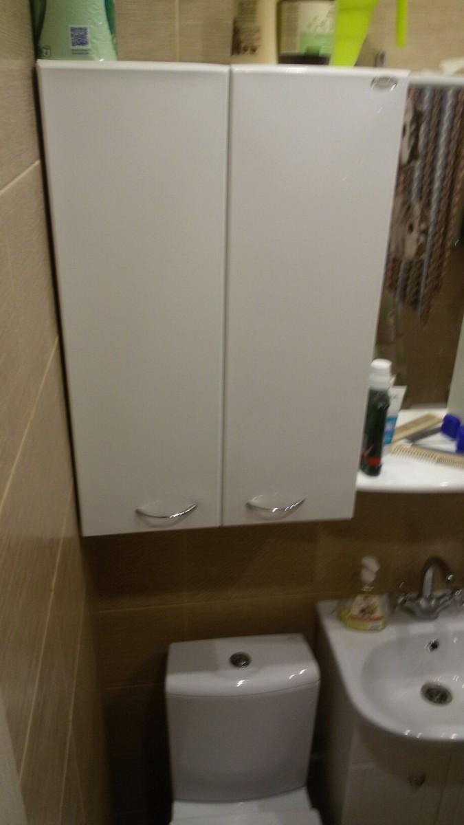 Совмещенный санузел 1,9х1,7 м в теплых тонах со стиральной машиной и скрытыми трубами