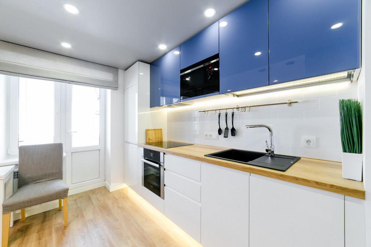 Переделка двухкомнатной квартиры 52 кв.м в трехкомнатную в современном стиле с раздвижной перегородкой