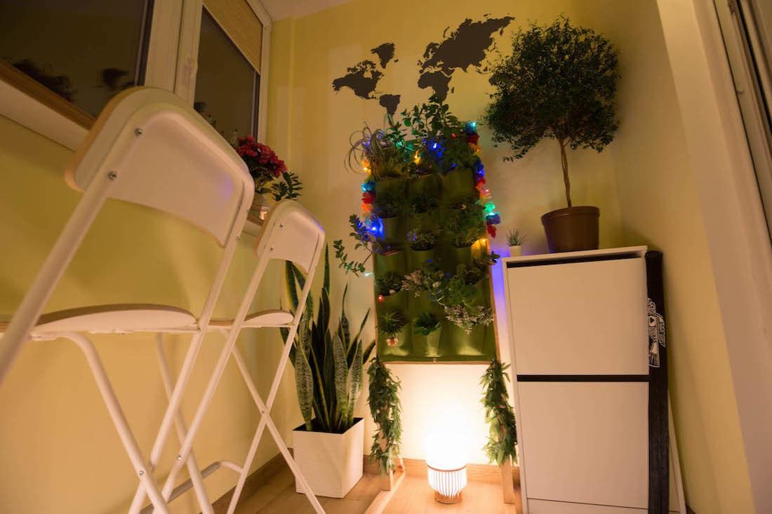 Ремонт балкона 4 кв.м с теплым полом и большим количество цветов и растений за $1100