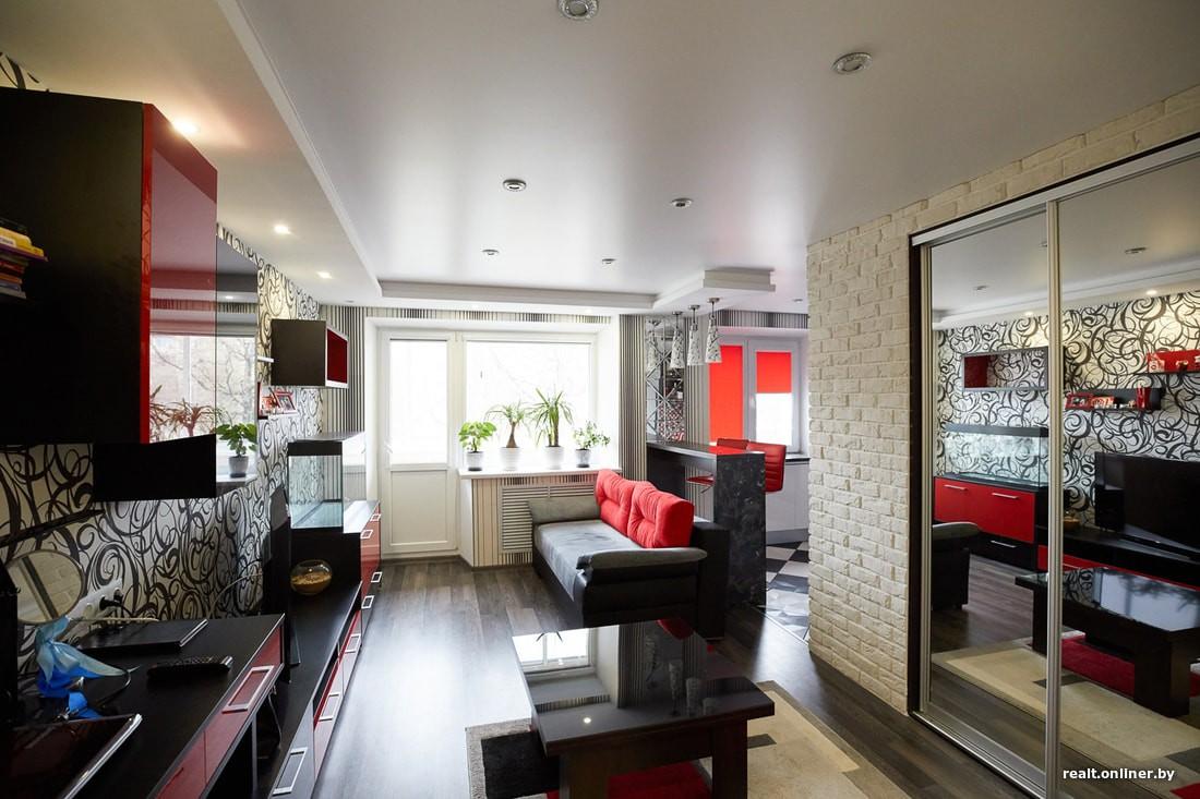 Ремонт хрущевки с кухней-гостиной и оформлением в красно-черно-белых цветах за 12.000 долларов
